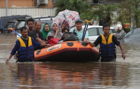 Indonesia rescue team evacuate residents from their flooded house. (AP Photo/Achmad Ibrahim)